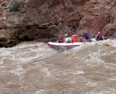 dinosaur-rafting-the-green-river