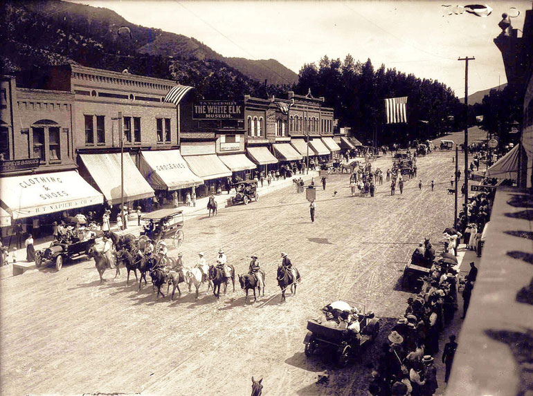 Glenwood Springs Strawberry Days Historical Photos (Source https://www.facebook.com/strawberrydaysfestival)